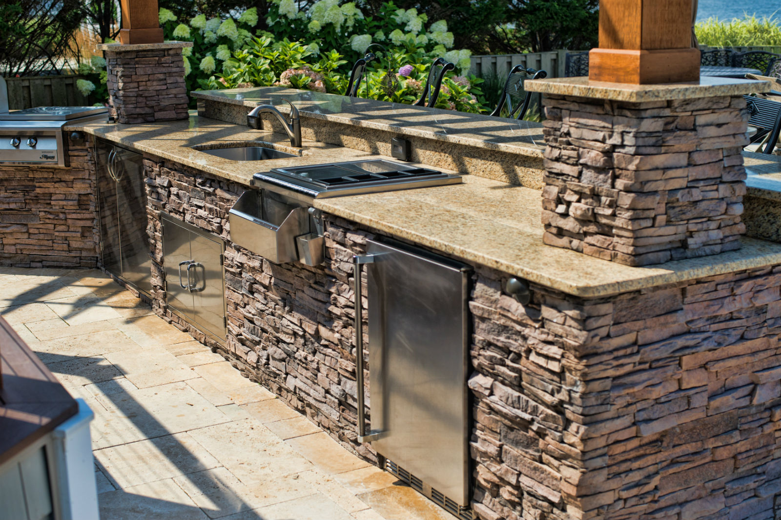 Enhance Outdoor Living Design with an Outdoor Kitchen